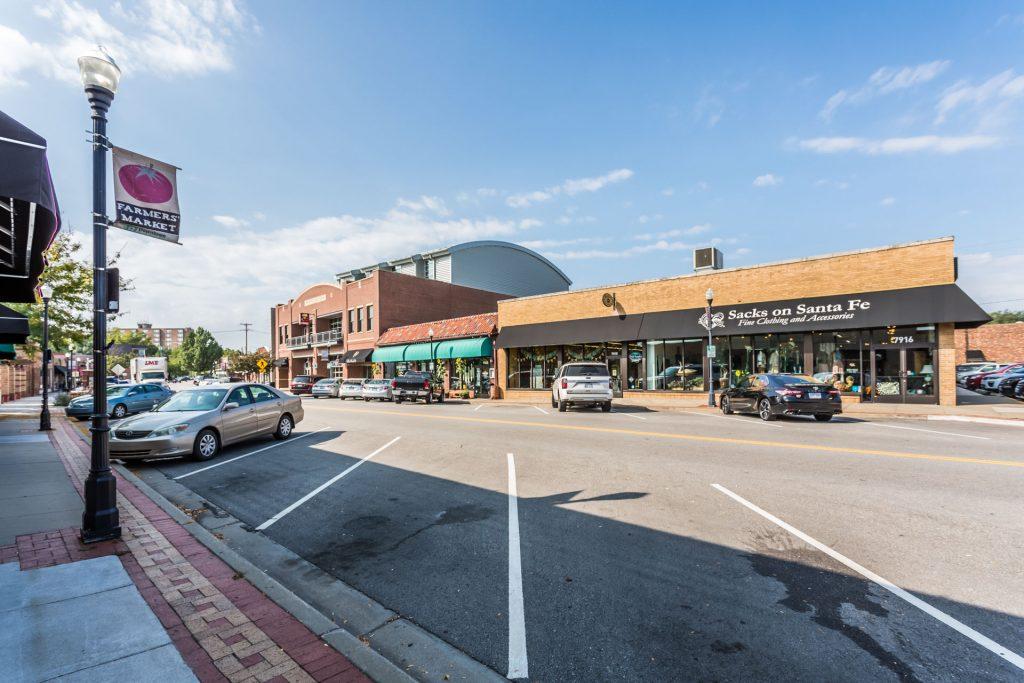 Overland Park KS downtown street view of Sacks on Sante Fe