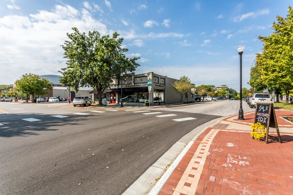 Overland Park KS downtown street view of Prairiebrooke Arts